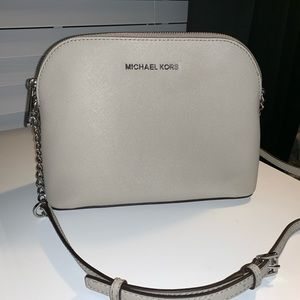 BRAND NEW W/O TAGS Michael Kors Cindy in Cement